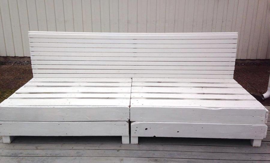 Bygg en soffa av lastpallar.