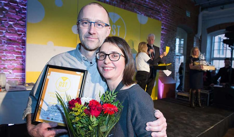 Lars och Johanna Hellström från Svedjan ost som vann publikpriset på Ostfestivalen. Foto: John Guthed.