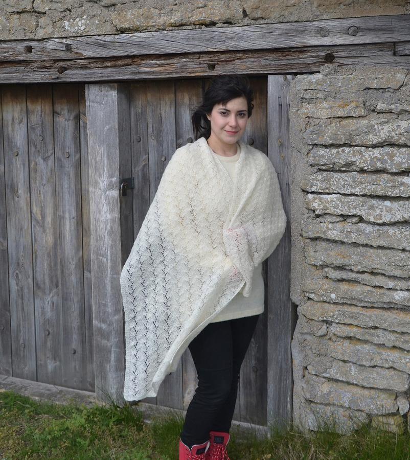 Entrådigt ullgarn gör sjalen skir samtidigt som den värmer. Foto: Ann Linderhjelm, Ullcentrum
