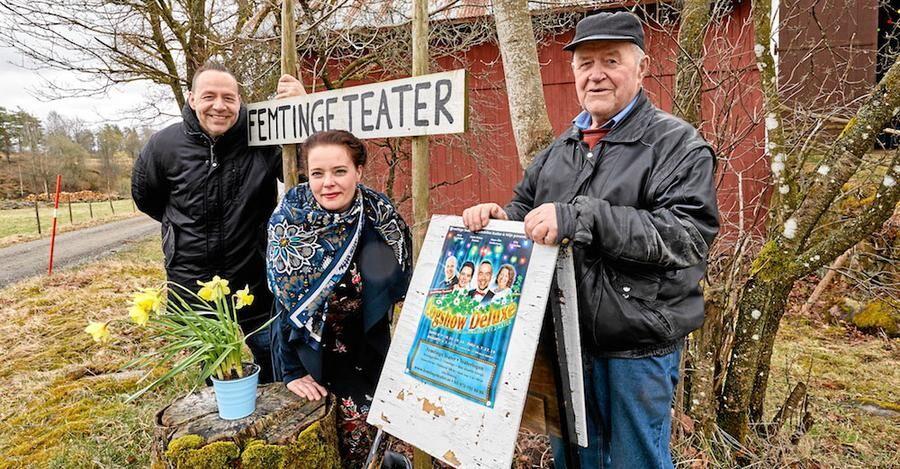 Sigfrid Andersson, 80 år, gläds åt att sonen Hans-Åke och svärdottern Linda driver teater på det gamla höloftet.