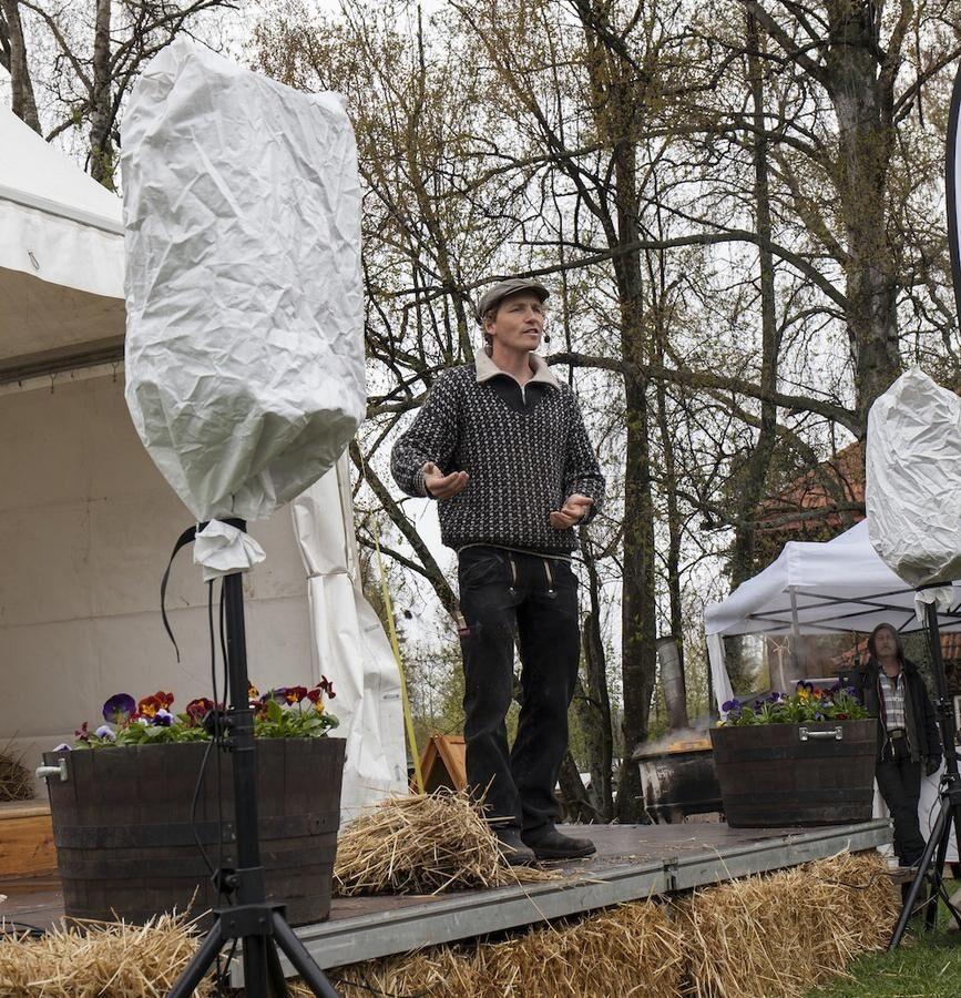Frank Erichsen, 100 procent bonde, delade med sig av kunskaperna på Jamtlis vårmarknad.