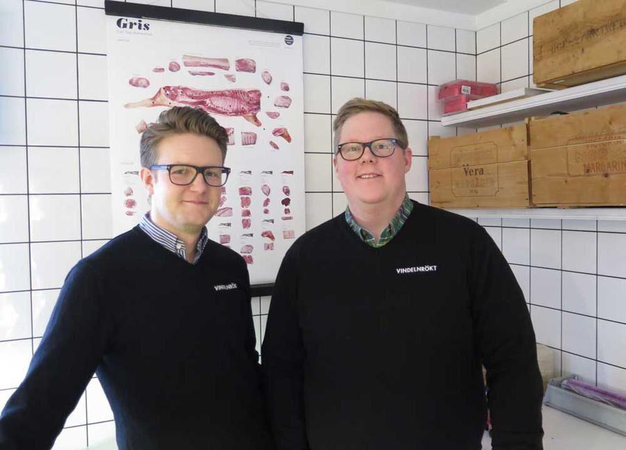 Robin Karlsson och Fredrik Jonsson som äger Vindelns rökeri. Foto Christina Liljestran