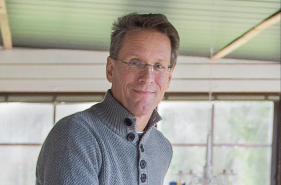 Land.se skriver om Anders Krasse som renoverade sitt hus nästintill gratis.