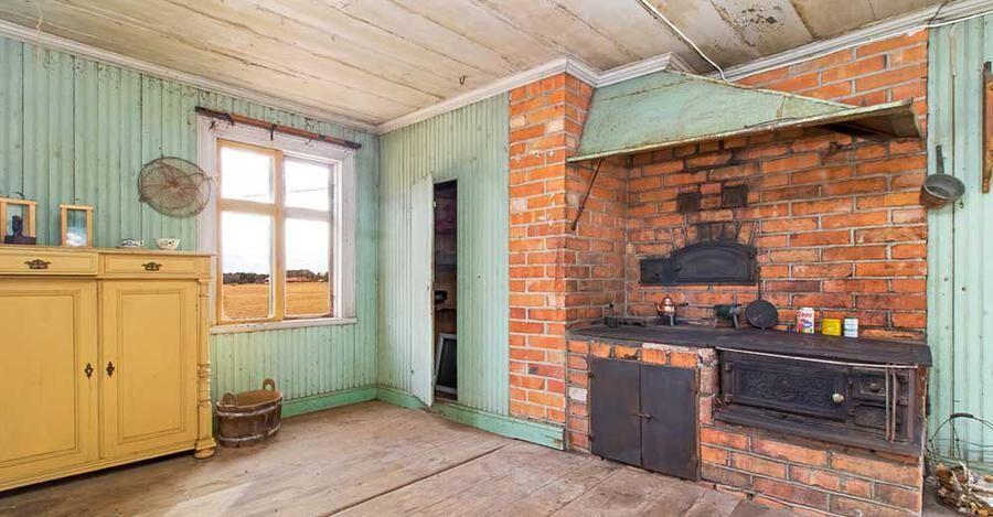 Bagarstuga med loft, kök och snickarbod.