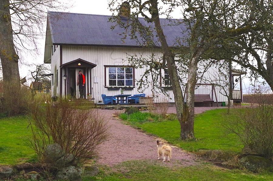 Boningshuset från 1908 som Jonas redan renoverar - nytt pannrum och vattenburen värme. Snart ska huset målas oc få solfångare.