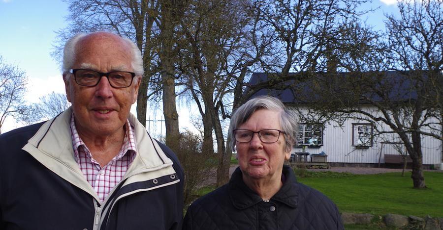 Sven och Birgit Lindberg, Jonas morfar och mormor, gläds åt att han har tagit över gården.