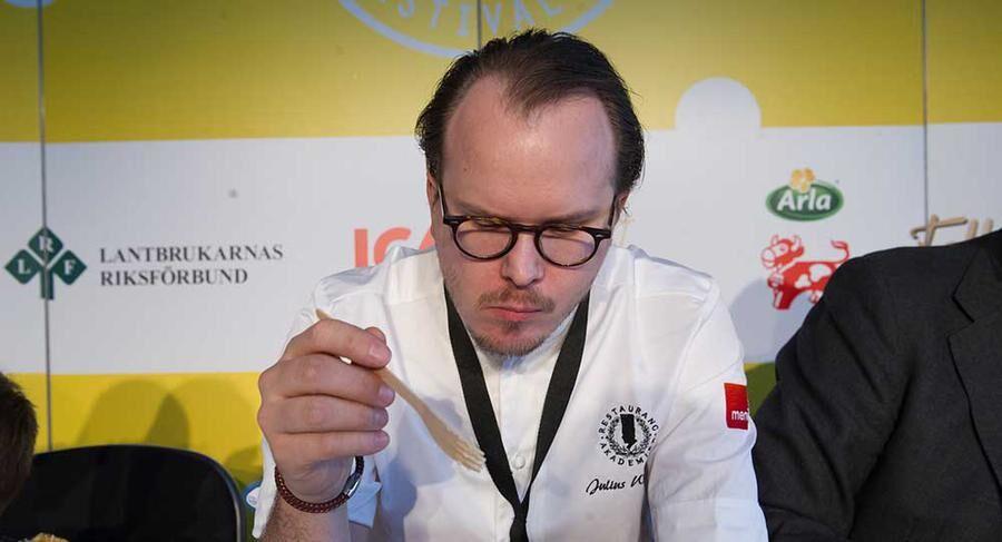 Juryn hade ett styvt jobb med att smaka alla ostar i medaljtävlingen. Foto: John Guthed.