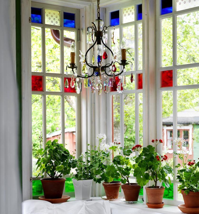 Den vackert inglasade verandan är Kerstins favoritplats.