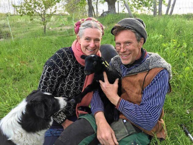 Marie och Gustav Mandelmann har alltid sällskap av sina djur.