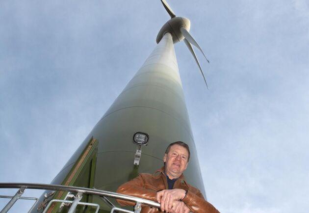 Lennart Nilsson var tidigt ute med att satsa på vindkraftverk. De ingår inte i köpet.