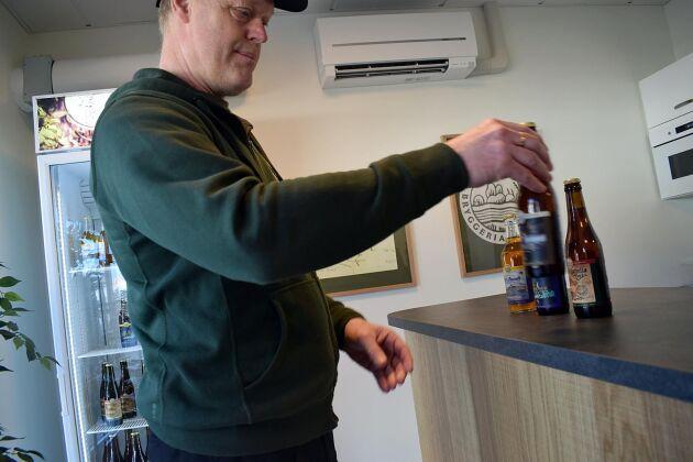 Lars-Göran Larsson på Inlands bryggeri har en bra sommar i Marstrand.