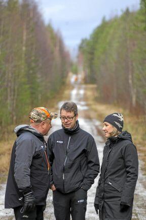 Torgny Hardselius, Pär Lärkeryd, båda Norra och miljöminister Karolina Skog på skogsträff i Norrbotten.
