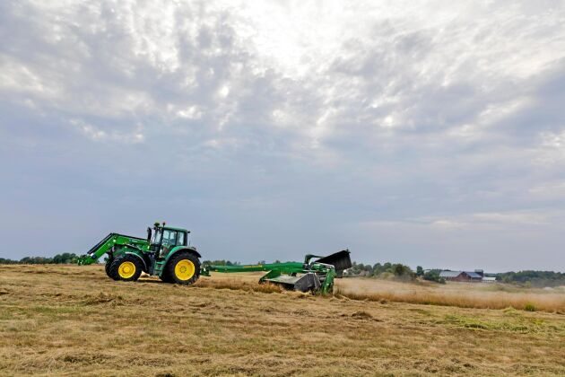 Förra sommarens torka har lett till foderbrist och ökade kostnader för många lantbrukare.