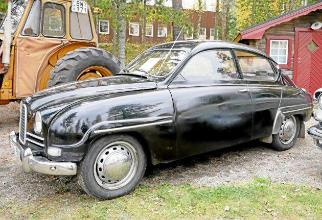 Några hade tagit finbilen till ÖSA-träffen. Här en Saab 96 från 1960.