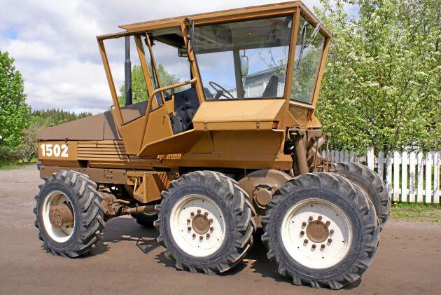 Föraren skulle få en bra komfort när körningen på åkern blev lugnare av att boggi-axeln jämnade ut ojämnheter bättre jämfört med en konventionell traktor.