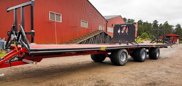 Metsjös nya bal- och transportvagn på 16,2 meter.