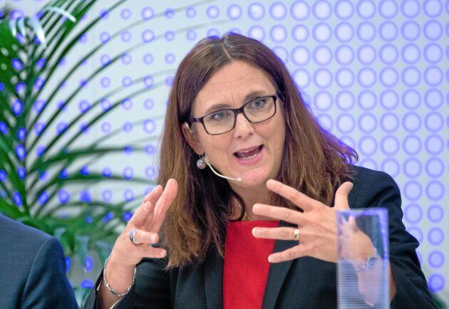 Trots att EU sänker jordbrukstullar så behålls ett visst skydd på kött och socker, framhåller EU:s handelskommissisonär Cecilia Malmström.