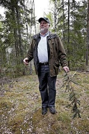 """""""Jag tycker att det verkar naturligt att det som tas ut från skogen också ska komma tillbaka till skogen"""", säger Per Gyllenswärd, skogsägare på Prästtorp utanför Växjö."""