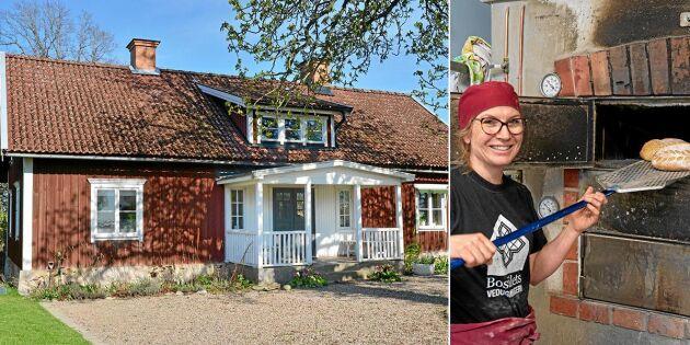 Karin totalrenoverade den nedgångna gården – och öppnade vedugnsbageri!