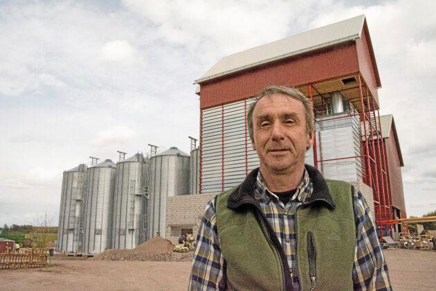 Lars Svensson, VD på Vadsbo Mjölk, ser stora effektiviseringsmöjligheter med den nya silo- och torkanläggningen. All spannmål torkas och lagras på ett och samma ställe med kvarnen vägg i vägg. Det finns också möjligheter att särhålla bättre partier för avsalu.