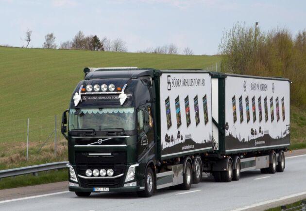 Volvo tror att marknaden för lastbilar i Europa kommer att ligga på 300 000 fordon i år, i USA landar försäljningen på 310 000 fordon i år.