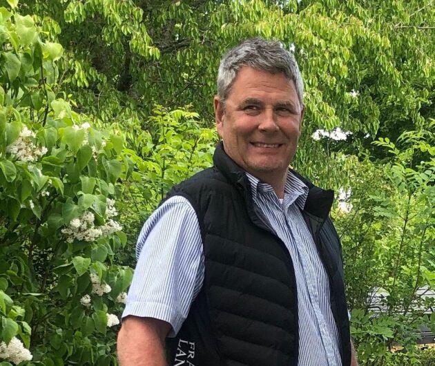 Gärningsmännen kom över svamppreparat och andra växtskyddsmedel för kring en halv miljon kronor, berättar lantbrukaren Mikael Franzén i Örebro.