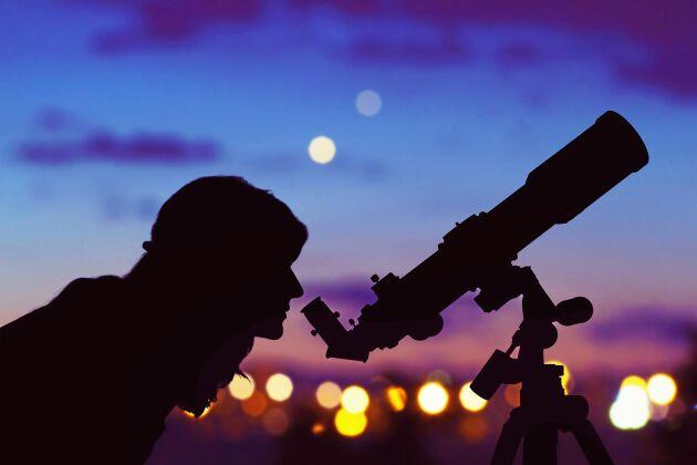 Om du har en stjärnkikare har du också chans att se planeterna Saturnus och Jupiter.