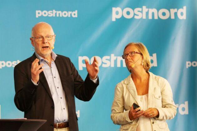 Regeringens postutredare Kristina Jonäng öppnar för en diskussion om samhällets ansvar är att dela ut post och paket i hela landet, ett uppdrag som PostNord har i dag. På bilden även Staffan Nilsson, ordförande i Hela Sverige.