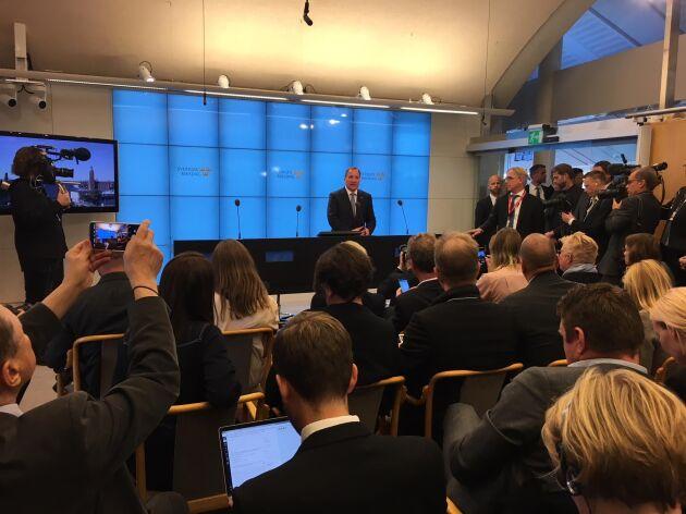 Stefan Löfven vill stanna kvar på statsministerposten.