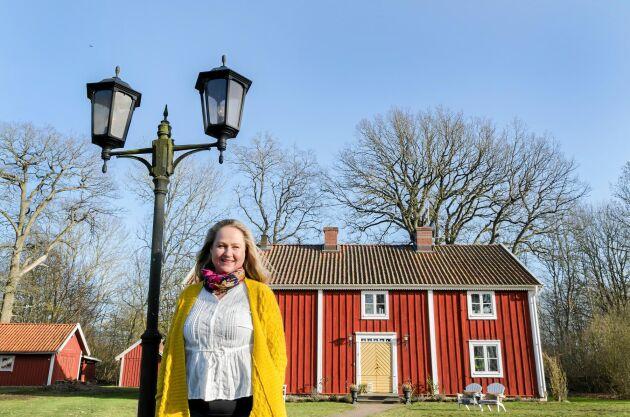 Anna-Carin Hovdegård älskar sitt 1700-talshus, Kyrketorps gård, i Småland.
