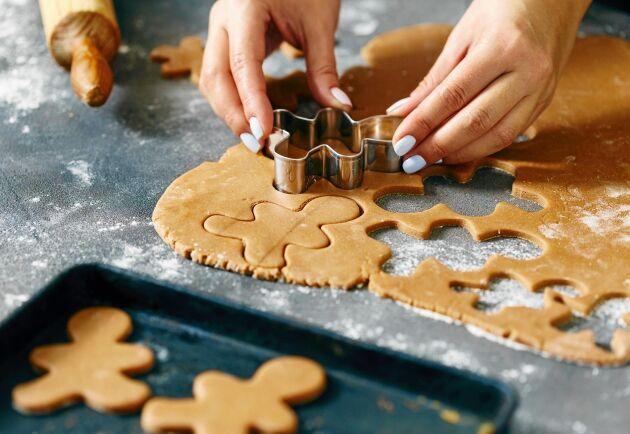 Baka julens godaste pepparkakor på egen hemmagjord deg.