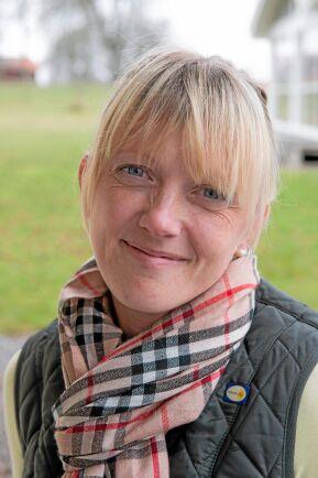 Agronomen Alexandra Jeremiasson från Svenska Ägg besöker medlemsgårdarna regelbundet och utbildar ägare och anställda.