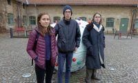 Studenter protesterar mot försäljning av åkermark
