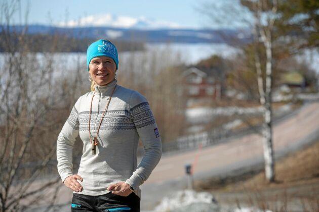 Storsjön och Åreskutan i bakgrunden. Evelina är uppvuxen i en skidskytte- och jägarfamilj i jämtländska Åsarna.