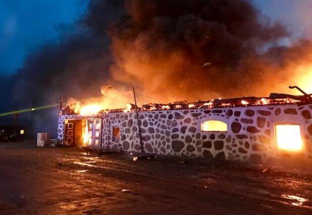 Loarps gård drabbas av en katastrofal brand i pelletsfabriken i början på januari.