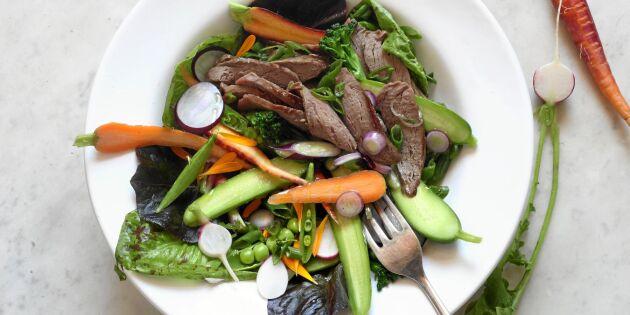 Vildsvinsfilé i matig asiatisk sallad