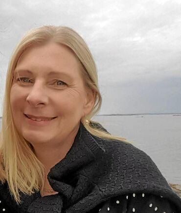 Susanne Karsberg har fibryomalgi och har svårt att sova en hel natt. Hon anser att hon hjälps av magnetterapi.