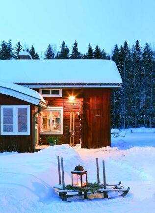 Ställ ut en lykta och visa att någon är hemma. Då får jultomten hjälp att hitta dit när kvällen skymmer.