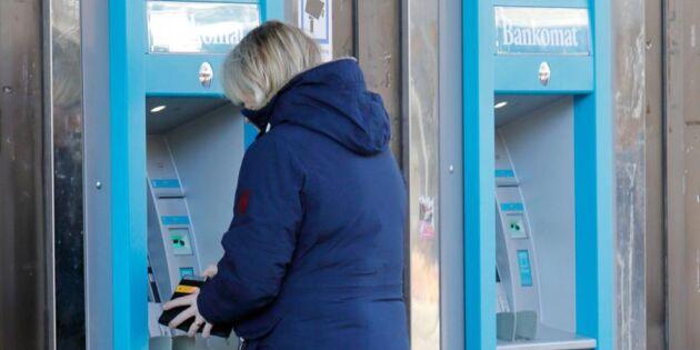 Nu vägrar mer än hälften av bankerna ta emot kontanter