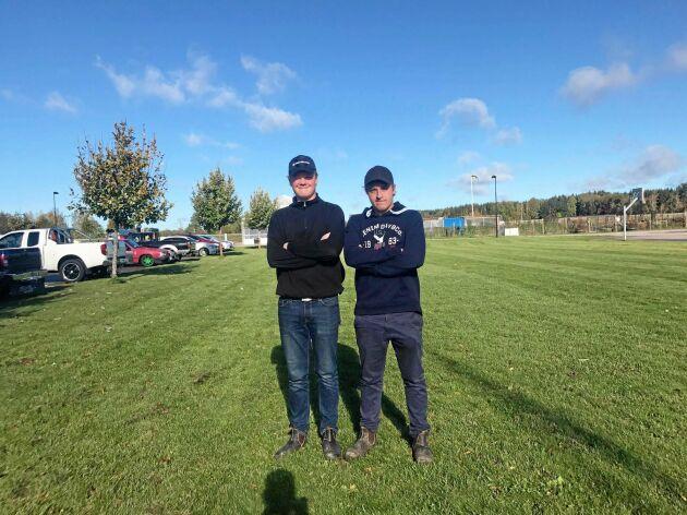 Eliaz Fahlén från Fornåsa utanför Motala och Jacob Larsson från Ulrika sydväst om Linköping har startat företaget Maskinservice UF.