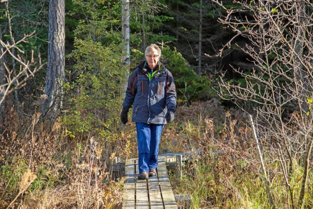 Varje etappansvarig tar hand om ungefär en mil av leden. För Kerstin Sixhöj och Peter Swärd gäller det bland annat att hålla spänger i fin form.