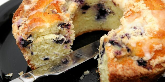 Saftig sockerkaka med blåbär och glasyr – enkel och gudomligt god