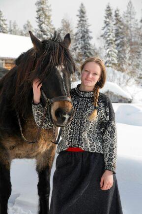 Yngsta dottern Kerstin älskar hästar och mycket på fjällgården.