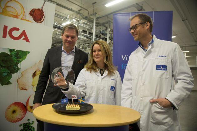 Glada över nytt samarbete. Från vänster: Anders Svensson, vd för Ica Sverige, landsbygdsminister Jennie Nilsson (S) och Norrmejerier vd Anders Fredriksson.