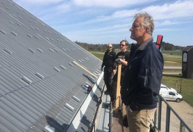 Åda Gods ska snart producera sin egen elektricitet. Installationen av solpaneler är i full gång.