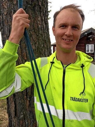 TRÄDEXPERT. Tobias Andersson är arborist i Falun. Foto: Bella Linde