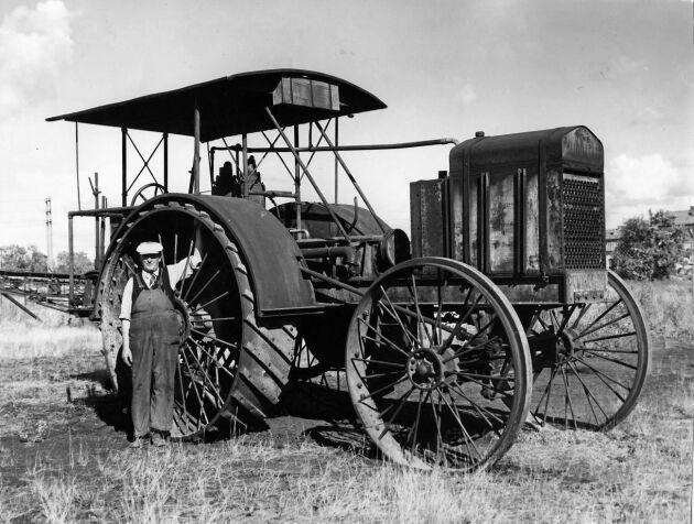 Traktor från 1913, tillverkad vid Munktenns Mekaniska Verkstad i Eskilstuna.