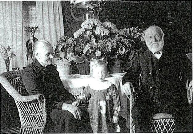 Karl som gammal med sin hustru Ida, i sitt eget hemman, med en ganska god levnadsstandard.