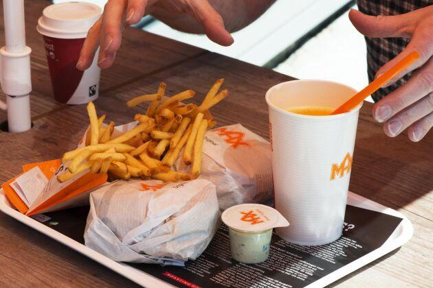 Hamburgerkedjan fick hård kritik när de i veckan gick ut med att de skulle samarbeta med Djurens rätt. Nu har samarbetet avbrutits.