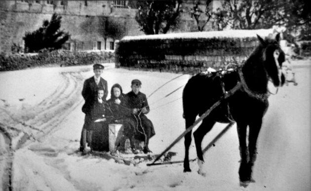 Vinter i Jerusalem. En sällsam snöstorm överraskade utvandrarna i Jerusalem. Men vanan från Nås bistra vintrar tjänade dem väl.